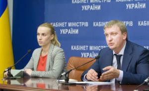 міністр юстиції  України Павло Петренко на брифінгу в Будинку Уряду 2 липня 2014 р.